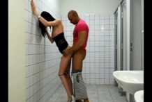 AMAZING CD fucked in public bathroom