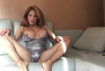 Vanessa Jhons – Playing in my living room