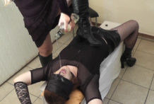 Mistress fills up T-Girl slave with her pee
